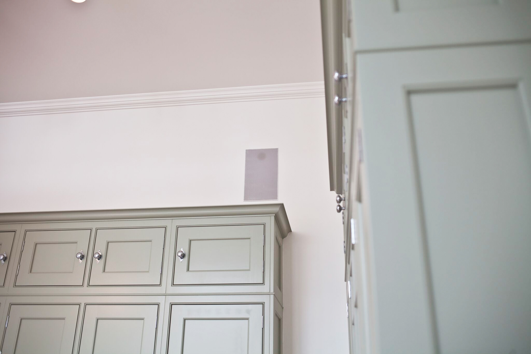 Wardrobe opening to reveal system